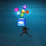 Mens die wolkendoos verlichte app pictogrammen met technologie-achtergrond raken Stock Foto