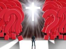Mens die zich voor gloeiend kruis bevinden die een reuzemuur van reusachtige rode vraagtekens scheiden royalty-vrije stock afbeelding