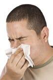 Mens die zijn neus blaast stock afbeelding