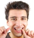 Mens die zijn tanden flossing Royalty-vrije Stock Foto's