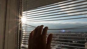 Mens die zonsopgang bekijken Stock Fotografie