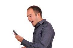 Mens door telefoongesprek wordt verrast dat Royalty-vrije Stock Foto