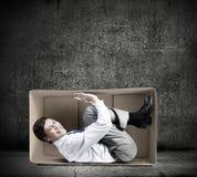 Mens in doos Stock Afbeelding