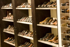 Mens dress shoes. Mans dress shoes on shelves for sale in store Royalty Free Stock Photography