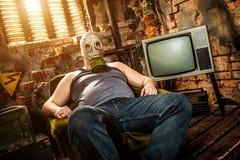 Mens in een gasmasker Royalty-vrije Stock Afbeeldingen