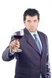 Mens in een kostuum proevende wijn Royalty-vrije Stock Foto's