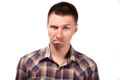 Mens in een plaidoverhemd met grappige gezichtsuitdrukkingen stock foto