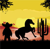 Mens in een sombrero en zijn paard in woestijnzonsondergang Royalty-vrije Stock Afbeeldingen