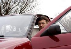 Mens en auto Stock Foto's