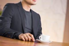 Mens en koffie Stock Afbeelding