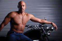 Mens en motorfiets. Royalty-vrije Stock Fotografie