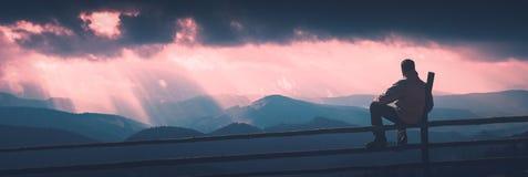 Mens en stralen van zonlicht Instagramstylization Stock Fotografie