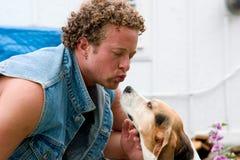 Mens en zijn hond Stock Foto