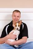 Mens en zijn hond stock afbeeldingen