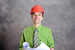 Mens in groene overhemds roze glazen op hoofd en stropdas royalty-vrije stock afbeeldingen