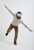 Mens het in evenwicht brengen op één been in 3d glazen Royalty-vrije Stock Fotografie