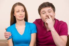 Mens het plukken neus. Stock Fotografie