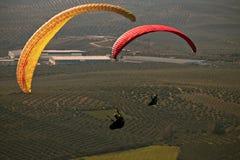 Mens het praktizeren deltaplanings extreme sport Royalty-vrije Stock Afbeelding