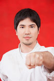 Mens het praktizeren karate stock foto's
