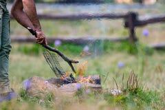 Mens het spelen met brand Stock Fotografie