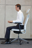 Mens het testen bureaustoel Stock Fotografie