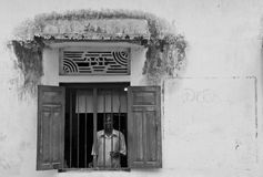 Mens in het venster (Sri Lanka - Azië) Royalty-vrije Stock Fotografie