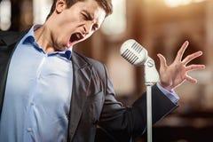 Mens het zingen Royalty-vrije Stock Foto's
