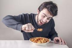 Mens hongerig voor voedsel Stock Afbeeldingen