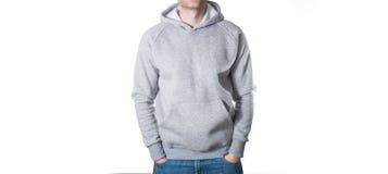 Mens, kerel in Lege grijze hoodie, sweatshirt, omhoog geïsoleerde spot Pla stock fotografie