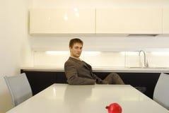 Mens in keuken 2 Royalty-vrije Stock Foto