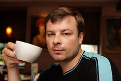 Mens in koffie Royalty-vrije Stock Afbeelding