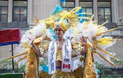 Mens in kostuum bij de Trots van Toronto stock afbeelding