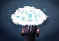Mens in kostuum met wolken hoofd en blauwe pictogrammen Stock Fotografie
