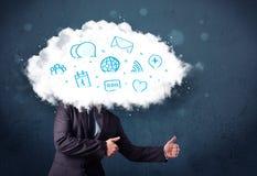 Mens in kostuum met wolken hoofd en blauwe pictogrammen Royalty-vrije Stock Fotografie
