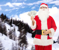 Mens in kostuum van de Kerstman met dollargeld Stock Afbeelding