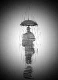 Mens in laag met paraplu Stock Foto