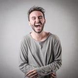 Mens luid lachen uit stock foto