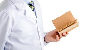 Mens in medisch leeg cork van de laaglezing boek Royalty-vrije Stock Foto's