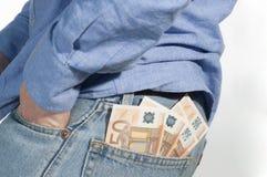 Mens met bankbiljet in zak Stock Foto's
