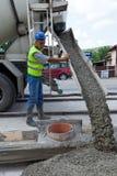 Mens met cementmachine Stock Afbeelding