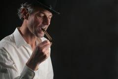 Mens met cigare Royalty-vrije Stock Afbeelding