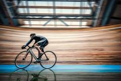 Mens met Cyclus stock fotografie