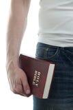 Mens met de Bijbel Stock Foto