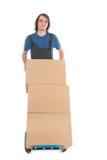 Mens met de dozen van de handvrachtwagen Stock Foto