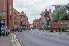 Mens met een Hoofdstraat Glasgow van Robin On His Finger Mural Moderne Dag Mungo Patron Saint van Glasgow stock afbeeldingen
