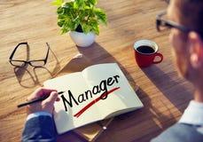 Mens met een Nota en een Word Manager stock fotografie