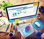 Mens met een Nota en Marketing Plan Stock Fotografie