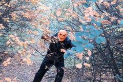Mens met een pompoen op zijn hoofd Halloween-legende royalty-vrije stock foto