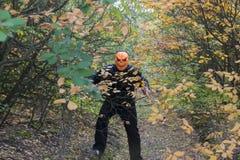 Mens met een pompoen op zijn hoofd Halloween-legende stock fotografie