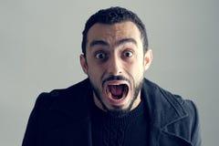 Mens met een verraste gelaatsuitdrukking, Stock Fotografie